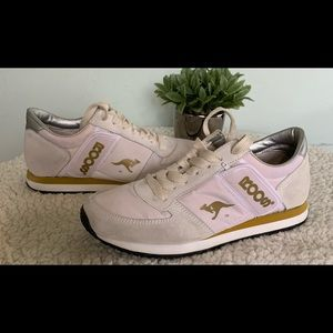 KangaROOS Women's Sport Zipper Pocket Sneakers